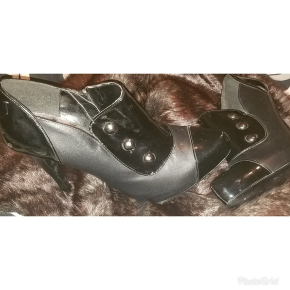 Bakers Shoes - Bakers studded Black Booties size 8